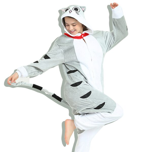 pijama entero de gato gris con capucha
